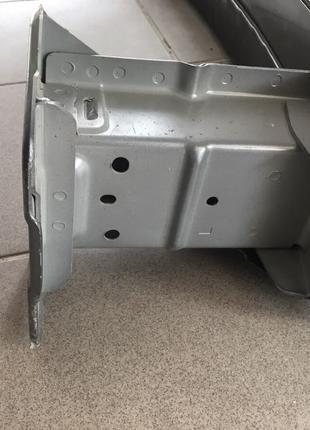Кронштейн усилителя переднего бампера левый ,правый Nissan Leaf 2