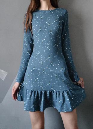 Изумительное платье в цветы с рюшей xs s