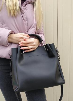 Удобная и вместительная сумка черная