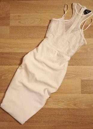 Стильное платье-футляр миди,тонкие брители,горловина и грудь с...