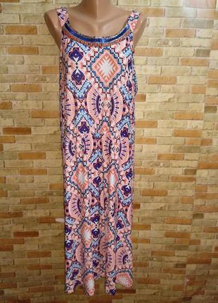 Трикотажное платье в принт с декором горловины 56-58 размера