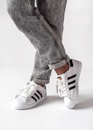 Трендовые женские кроссовки adidas superstar белые с чёрными п...