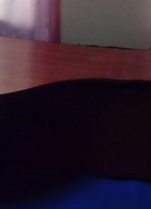 Стол оффисный, большой, с скругленными обводами