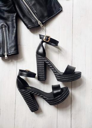 Чёрные туфли босоножки р36-40 на высоком каблуке платформе кож...