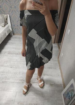 Актуальное платье миди открытые плечи вискоза