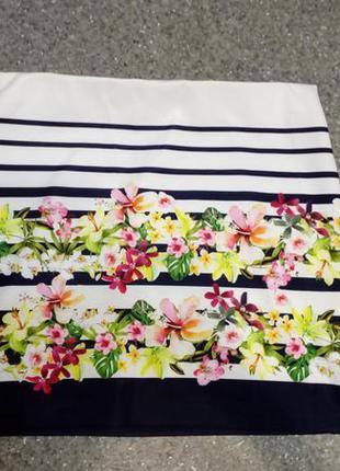 Красивая юбка в полоску с цветочным принтом