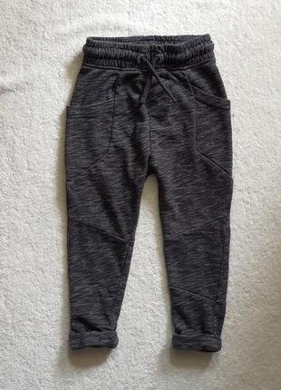 Спортивные штаны на 2-3 года с оригинальными карманами