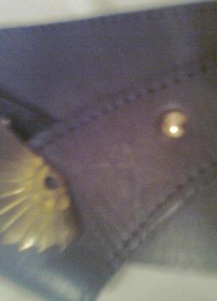 Красивый кожаный пояс с металлической пряжкой отличного качест...