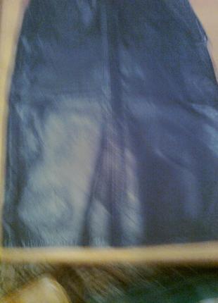 Стильная юбка из натуральной кожи. с двумя карманами,на молнии...