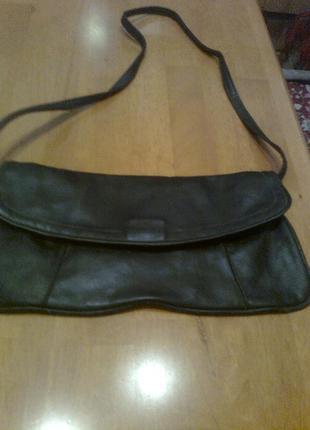 Изящная кожаная сумка-клатч на длиной съемной ручке
