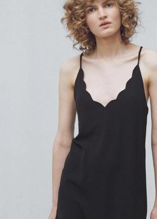 Черное платье сарафан на тонких бретелях с фестонами фигурными...
