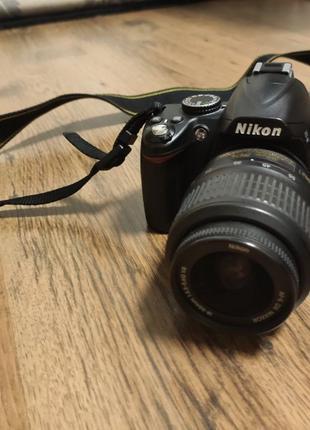 Зеркальная фотокамера Nikon D3000