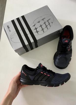 Кроссовки для спортзала adidas. оригинал