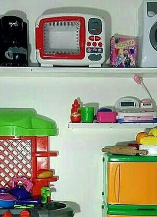 Кухня, холодильник, микроволновка, стиральная машинка, кофемашина