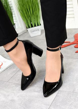 Черные лаковые туфли