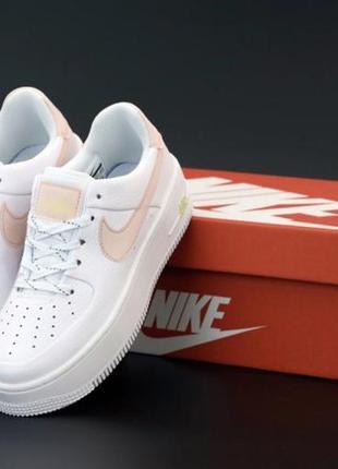 Кроссовки белые кожаные nike