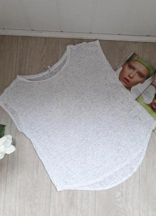 Тоненькая белоснежная футболка свободный фасон размер м