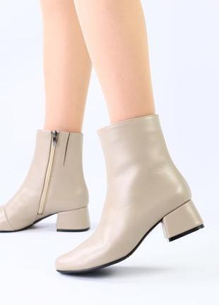 Женские демисезонные кожаные бежевые ботинки