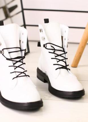Женские белые демисезонные ботинки
