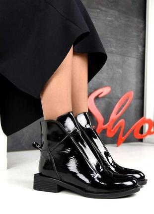 Женские демисезонные лаковые ботинки