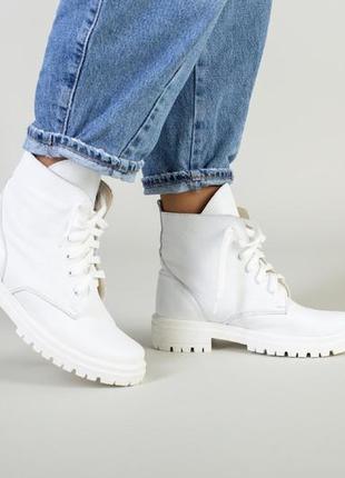 Демисезонные белые кожаные ботинки
