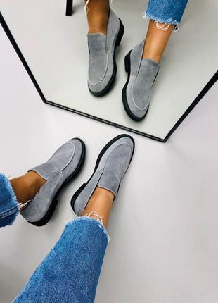 Женские кожаные туфли лоферы серые на черной подошве