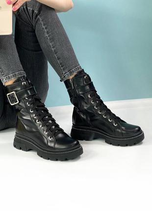 Женские высокие кожаные ботинки