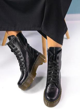 Женские массивные ботинки на платформе