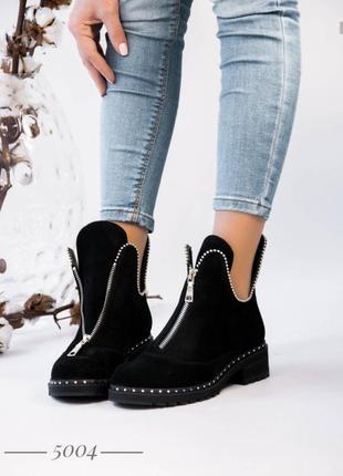 Женские демисезонные замшевые ботинки на молнии