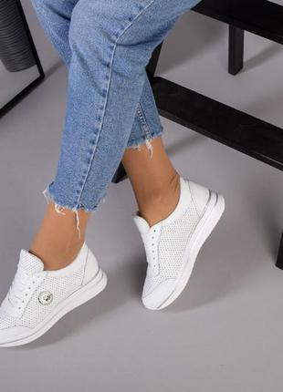 Кожаные белые кроссовки перфорация