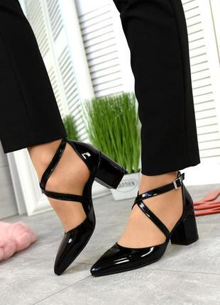 Женские кожаные лаклвые туфли на каблуке