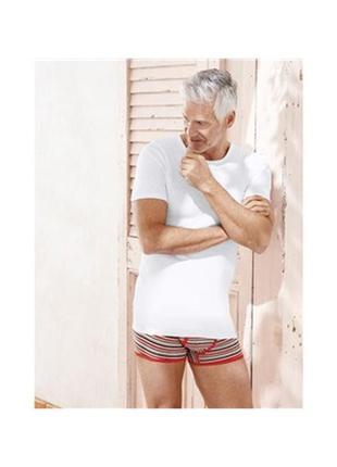 Нательная белая футболка