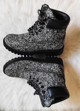 Черные серые меланж белые деми ботинки высокие шнуровкой тракт...