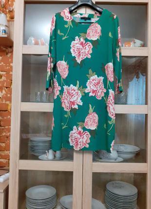 Очаровательное в цветы вискозное платье большого размера