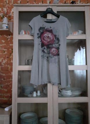 Стильное вискозное с розами платье туника большого размера