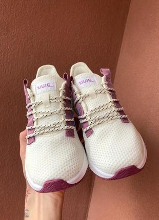 Новая модель кроссовки текстильные  цвет-белый