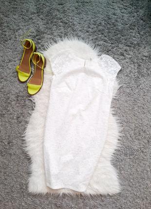 Белое свадебное/праздничное короткое платье футляр с кружевом