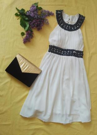 Красивое нарядное выпускное белое платье с камнями