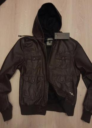 Мужская кожаная куртка бомбер с капюшоном коричневая River Island