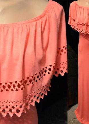 Платье со спущенными  открытыми плечами и с воланом фирма violet