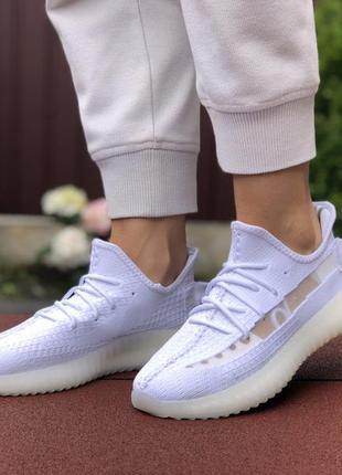 Крутые женские кроссовки adidas yeezy boost 350 v2 белые, супе...
