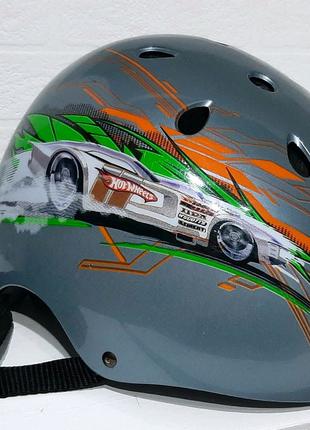 Шлем Hot Wheels для экстремальных видов спорта.