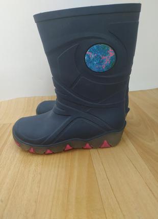 Гумові чобітки при ходьбі світяться
