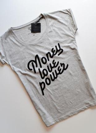 Стильная футболка с надписями