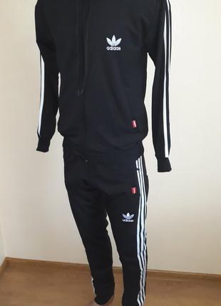 Продаж спортивного одягу: куртки, костюми, шорти, штани, футболки