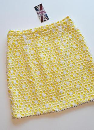 Красивая нежная желтая юбка в цветы
