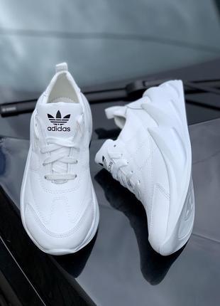 Крутые женские кроссовки белые кожаные