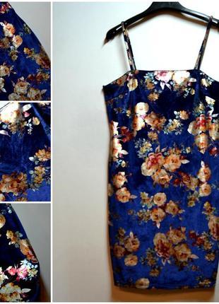 Красивое синее платье в цветах