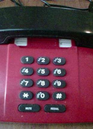 Стационарный кнопочный телефон.