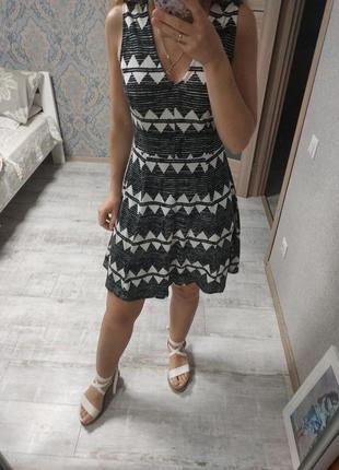 Красивое летнее платье в принт